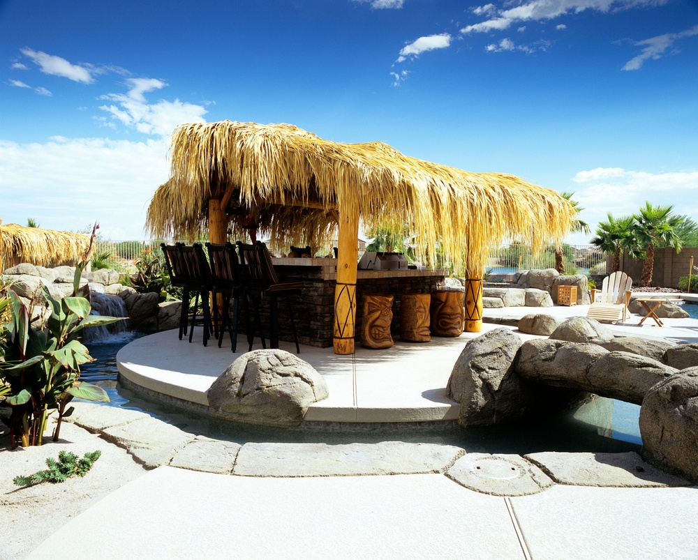 10 TIPS FOR AN AWESOME POOLSIDE BAR