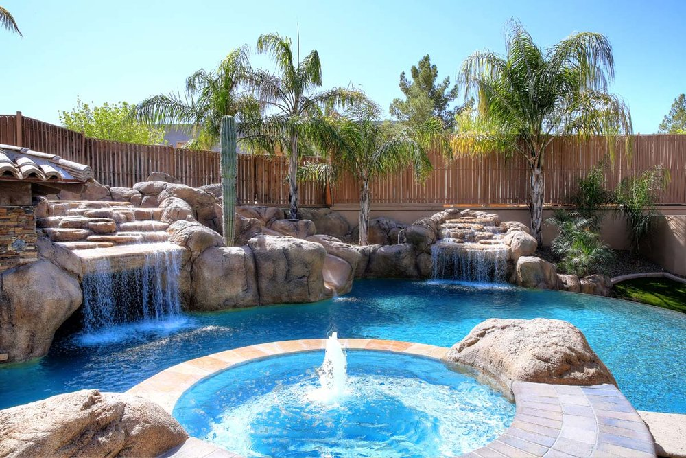 5 FEATURES FOR USING A POOL YEAR ROUND